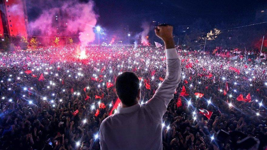 İmamoğlu'nun kampanyası dünyada yılın en iyisi seçildi