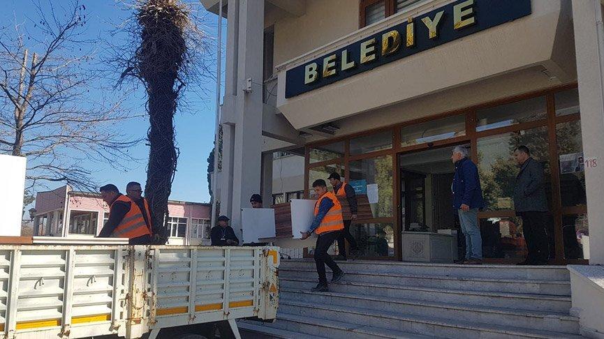 Depremler, belediye binasını tahliye ettirdi