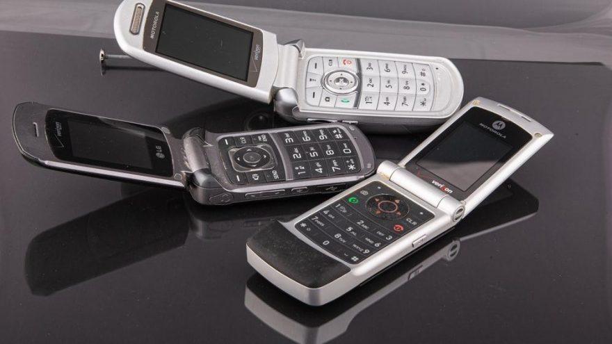 Dünyanın en zengin dördüncü kişisi akıllı telefon kullanmaya başladı