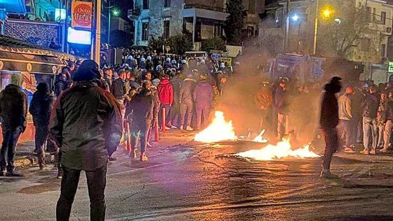 Yunanistan'da göçmenler ayaklandı! Sokaklar savaş alanına döndü