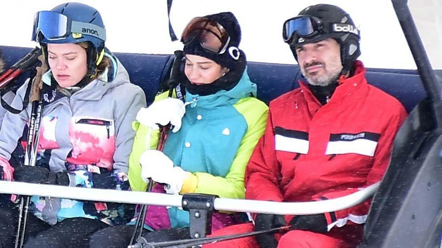 Berrak Tüzünataç ve Berk Suyabatmaz'ın kayak keyfi