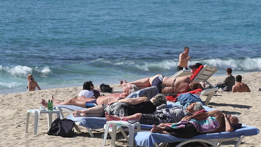 Alanya'da kış ortasında yaz yaşanıyor