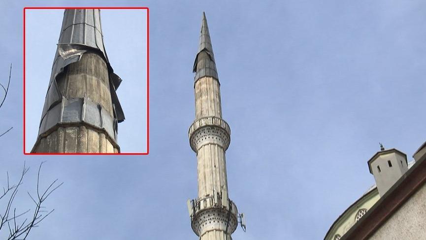 İstanbul'da fırtına! Minare bu hale geldi