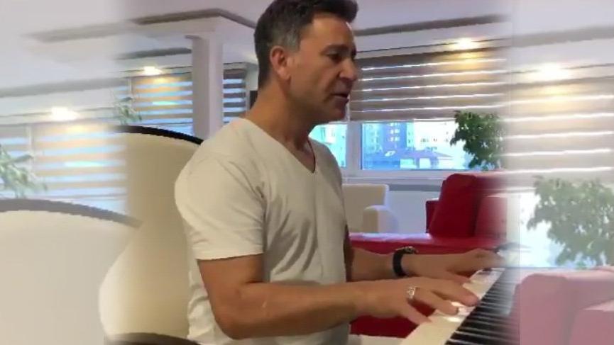 İzzet Yıldızhan piyano çaldı, türkü söyledi