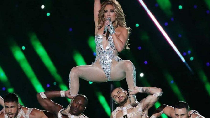 Jennifer Lopez'in Super Bowl'da yaptığı seksi dansa şikayet yağdı