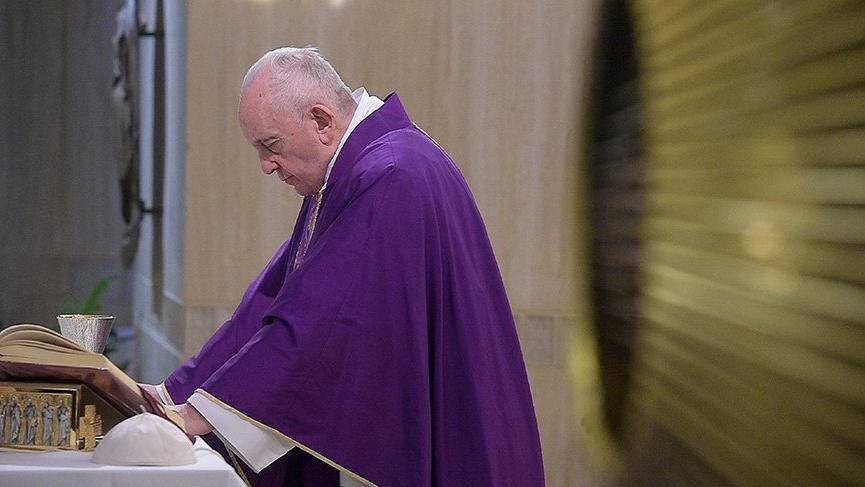 Corona virüsün yayıldığı İtalya'da Papa rahatsızlandığı için etkinlikleri iptal edildi!