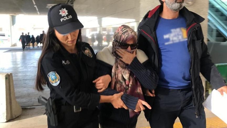 Uçakta 'Ben FETÖ'cüyüm' diye bağıran kadına tahliye