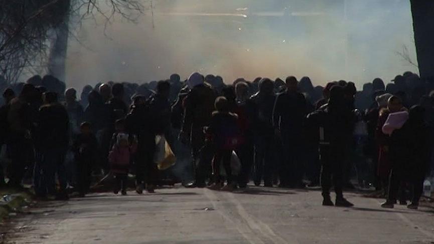 Sınır kapısındaki mültecilere Yunanistan'dan gazlı müdahale!
