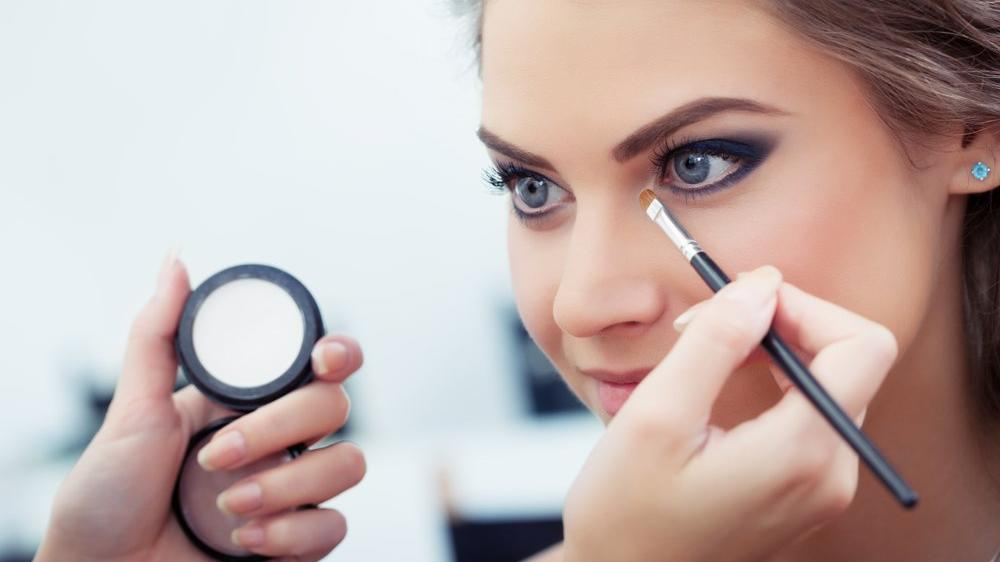 Yuvarlak göz makyajı nasıl yapılır?