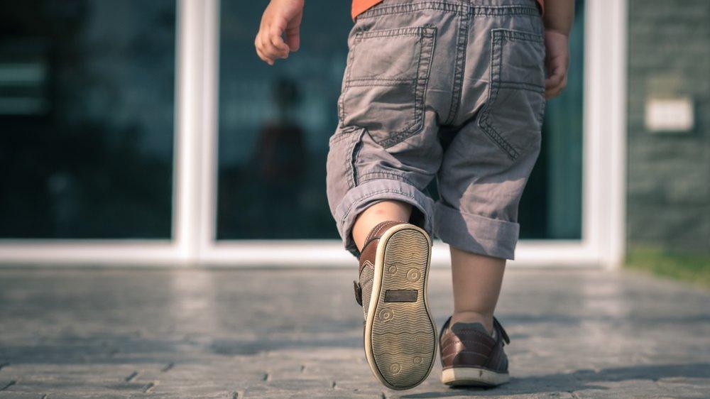 Bebeklerde ilk adım ayakkabısı nasıl olmalıdır? Bebeklerde yürüme kolaylaştırma nasıl sağlanır?