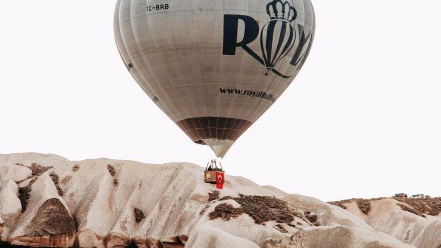 Kapadokya'da balonlar 4 günün ardından Türk bayraklarıyla havalandı