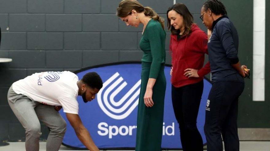 Kate Middleton'ın Sports Aid ziyaretinde giydiği ayakkabı yok sattı