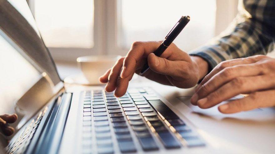 Gayriciddi nasıl yazılır? TDK'ya göre 'gayri ciddi' bitişik mi, ayrı mı yazılır?