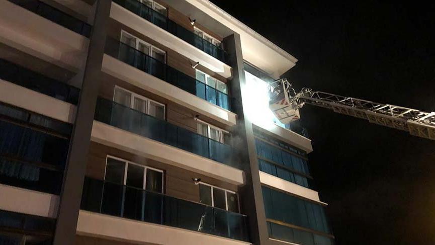 Başkent'te apartmanda çıkan yangında 12 kişi dumandan etkilendi