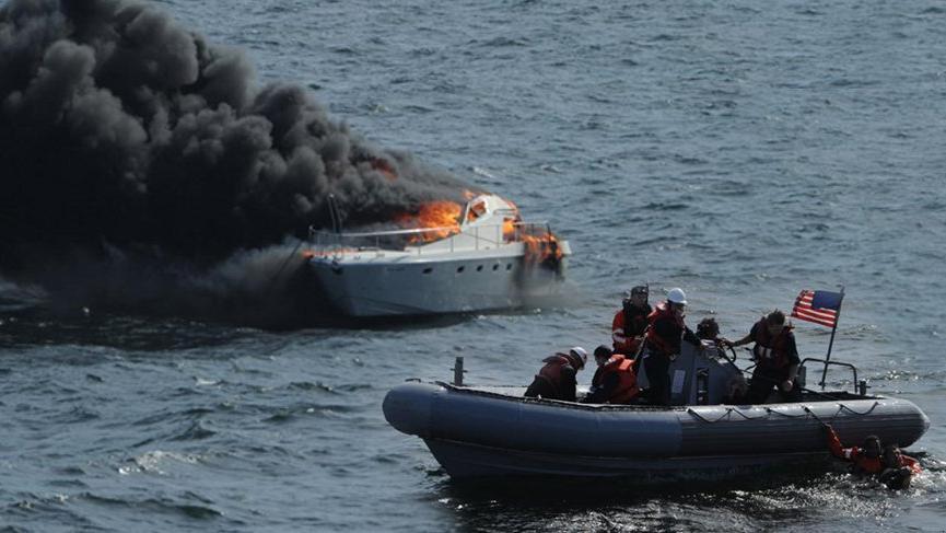 Silivri açıklarındaki yat yangınına ABD savaş gemisi müdahale etmiş