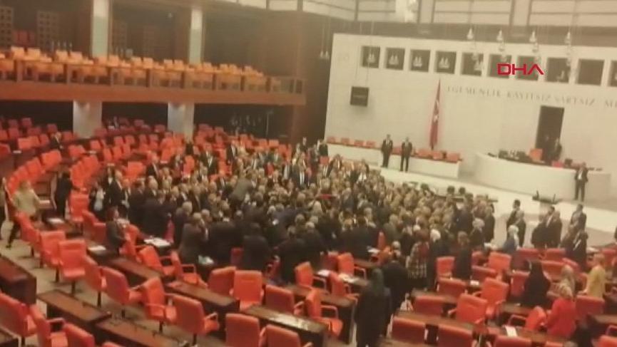 Son dakika... Meclis'te vekiller birbirine girdi
