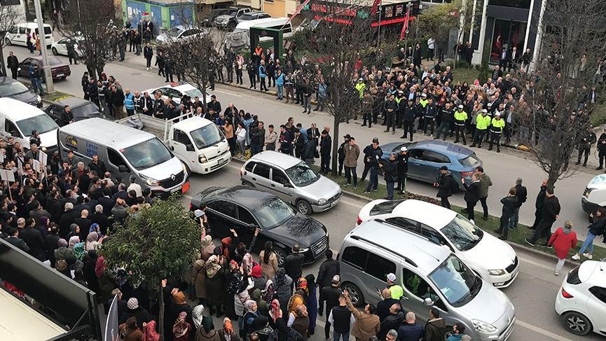 Meclis'teki gerginlik sokaklara taştı! İki grup karşı karşıya geldi