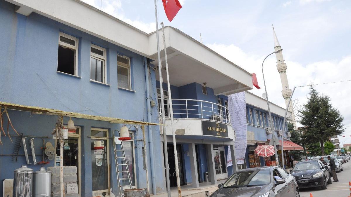 AKP'nin borçlu olarak bıraktığı CHP'li belediyeye yardım yağıyor