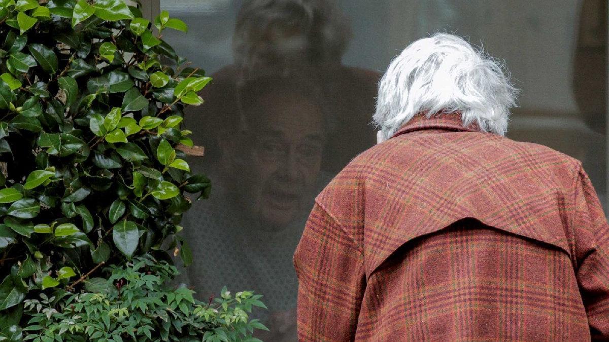 Corona virüsünde en trajik görüntü! 60 yıllık çifti birbirinden böyle ayırdı