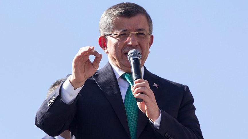 Davutoğlu AKP'nin kalesi Konya'da eski partisini eleştirdi