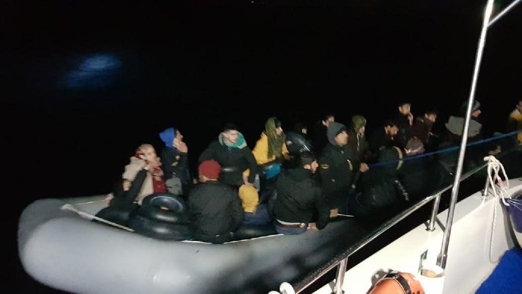 Yunan gemileri itiyor, Sahil Güvenlik kurtarıyor: 361 göçmen kurtarıldı