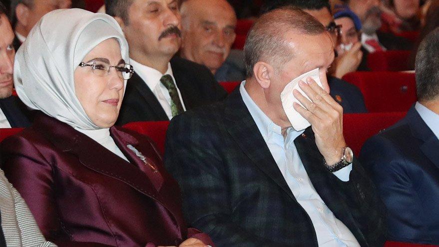 Kadınlar Günü etkinliğine katılan Erdoğan gözyaşlarını tutamadı