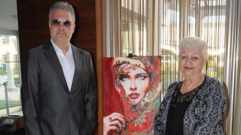Tamer Karadağlı'nın ressam annesi sergi açtı