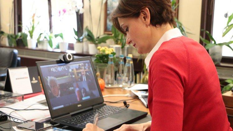 Canan Kaftancıoğlu'ndan 'corona'ya karşı 'video konferans' önlemi