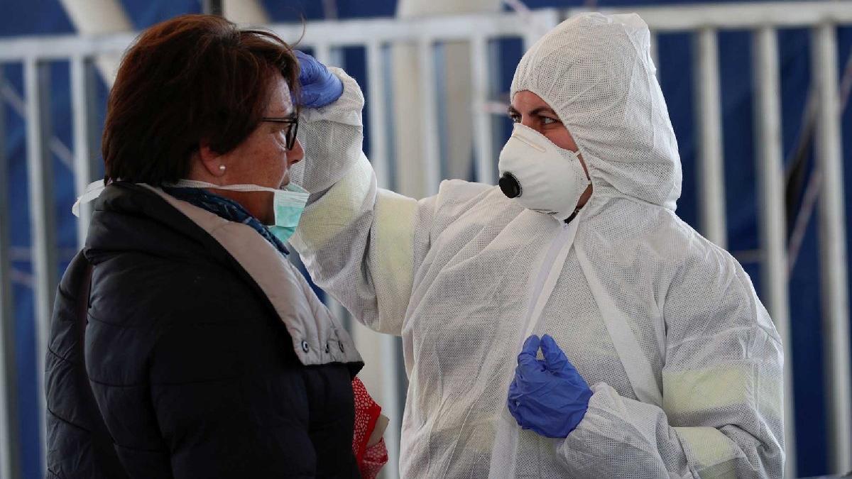 Corona virüsüyle ilgili en çok sorulan soruya yanıt veren araştırma: Virüsün canlı kalma süresi...