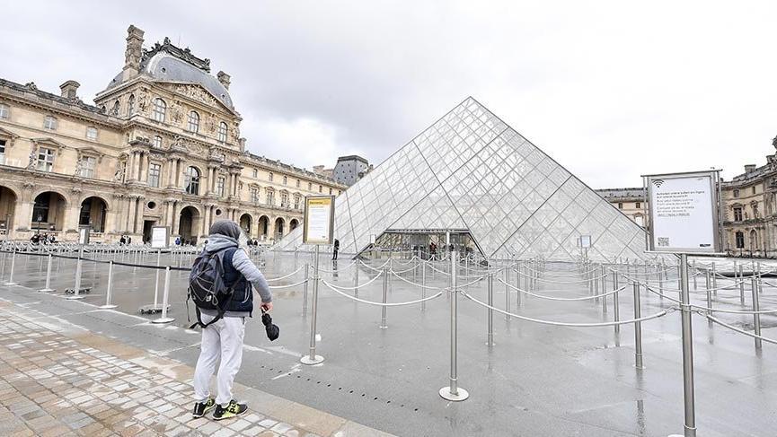 Fransa'da Corona virüsü önlemi olarak her yer kapatıldı