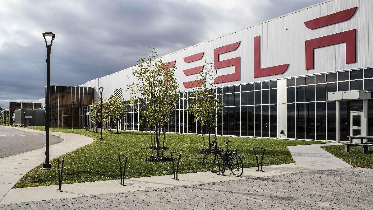 Tesla Çin'de üretime tekrar başladı!