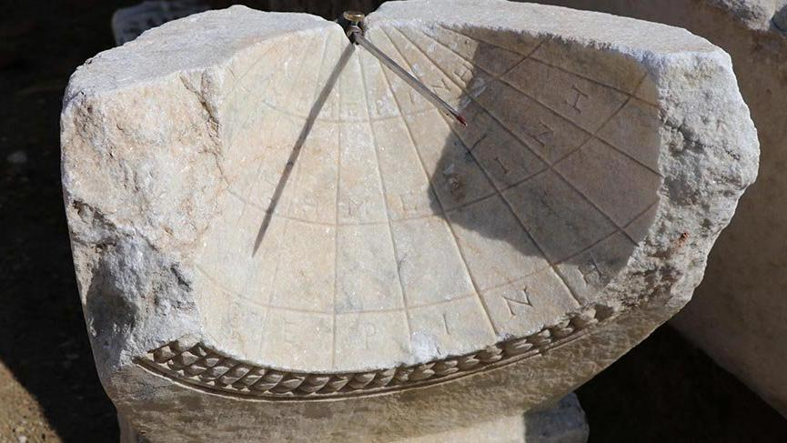 Laodikya'da modern saatlerin atası, 2 bin yıllık saat bulundu