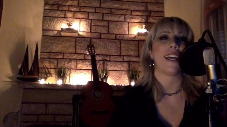 Şarkıcı Doğanay Tüzüngüç'ün corona virüsü şarkısı viral oldu