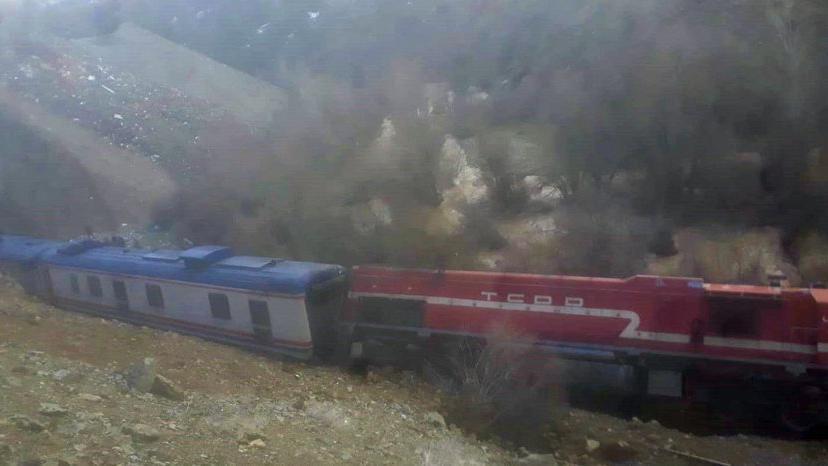 Elazığ'a heyelan nedeniyle tren yoldan çıktı, facia ucuz atlatıldı