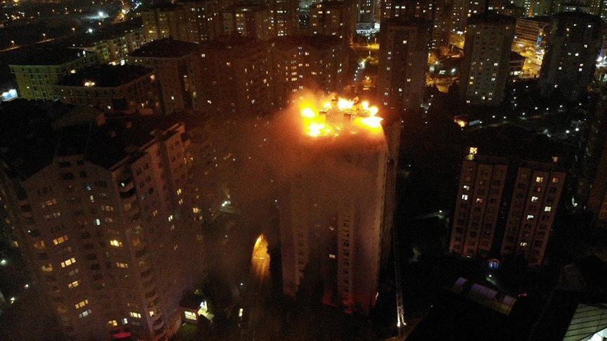 İstanbul'da korkutan yangın! Sokağa döküldüler