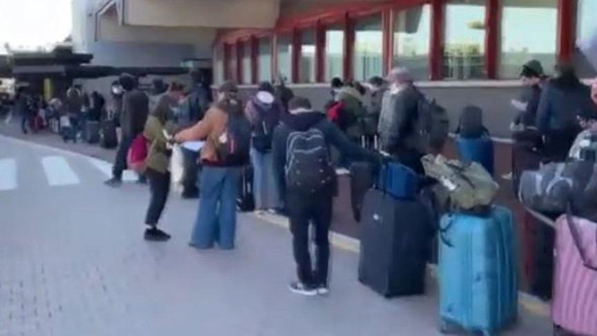 İtalya'dan Türk vatandaşlarının corona virüsü tahliyesi başladı
