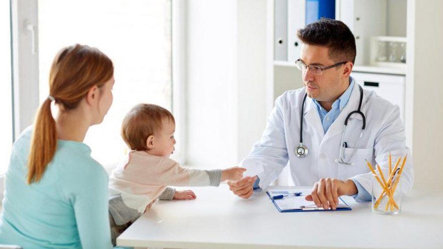 Bebeklerde B12 en az kaç olmalı? B12 eksikliği belirtileri nelerdir?