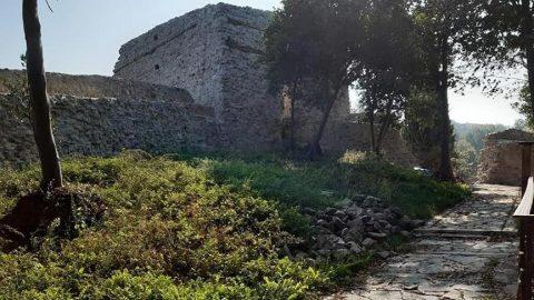 Ceneviz Kalesi'nde restorasyon çalışmaları devam ediyor