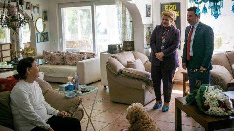 Fatma Girik corona virüsüne karşı evinden çıkmıyor