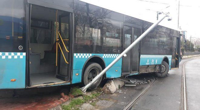 İstanbul'da otobüs tramvay yoluna girdi ile ilgili görsel sonucu