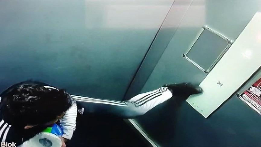 Asansördeki hareketlerine sosyal medyadan tepki yağdı!