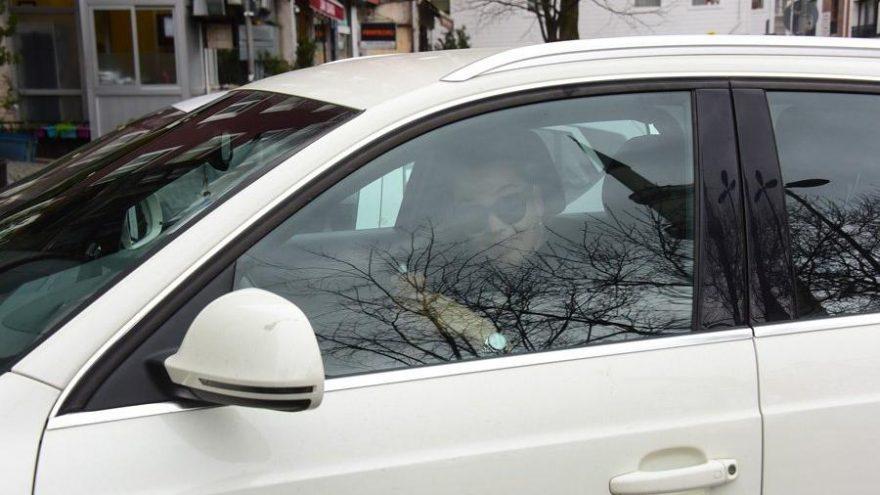 Azra Akın, virüs nedeniyle arabanın camını bile açmadı