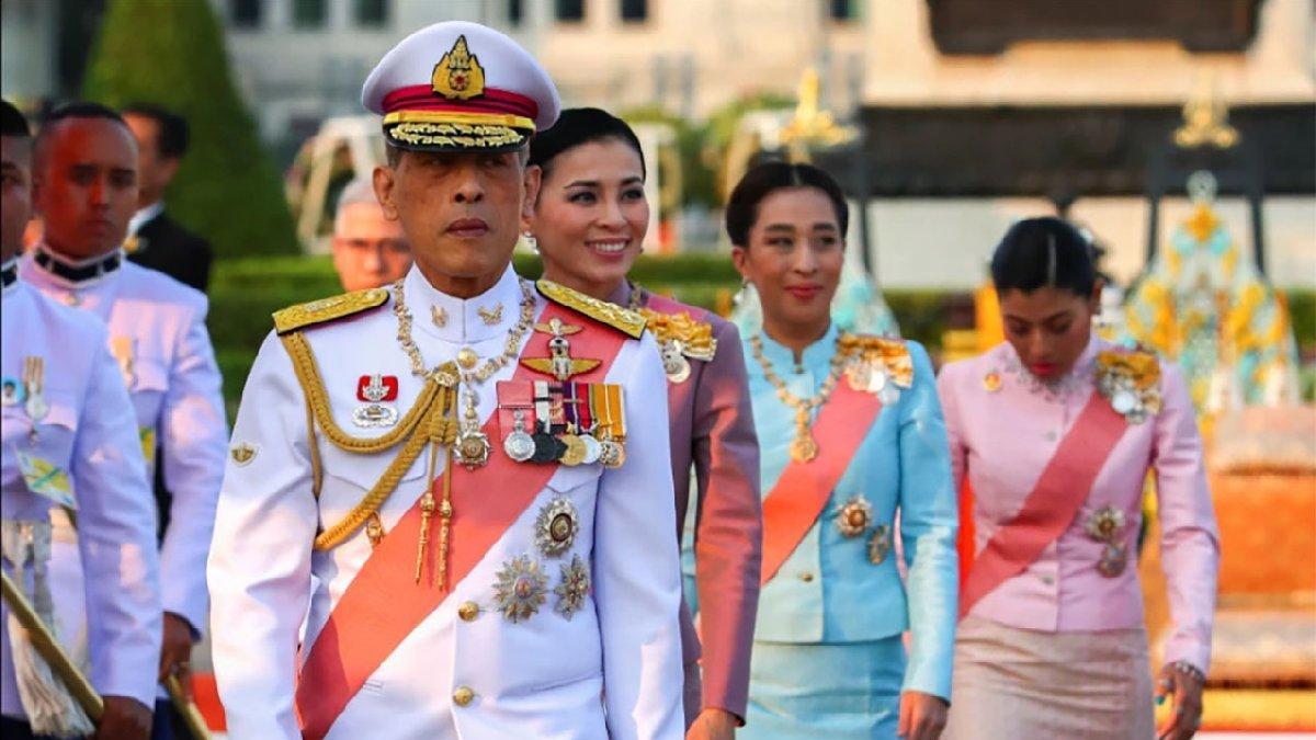 'Tayland Kralı'dan tepki çeken corona önlemi: 20 kadınla otelde karantinaya girdi