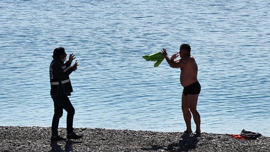 Rus turist, denizden çıkartılıp oteline gönderildi