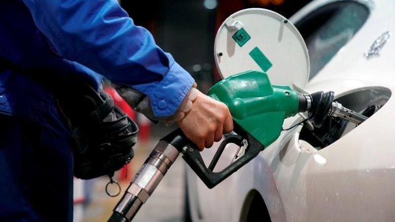 1 litre benzinin rafineri çıkış fiyatı bu gece 1 TL'nin altına düşecek