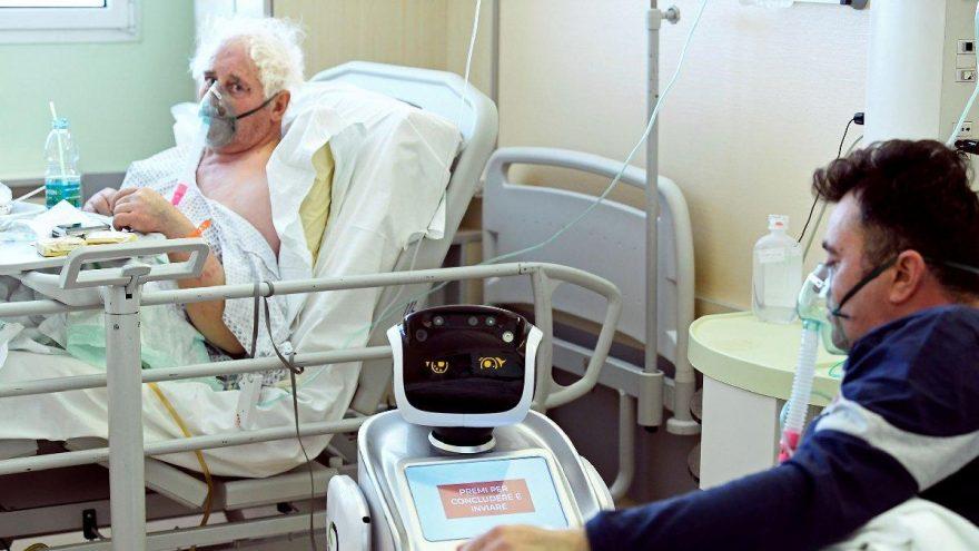 Corona virüsünün en çok vurduğu İtalya'da çarpıcı görüntü: Robotlar devreye girdi