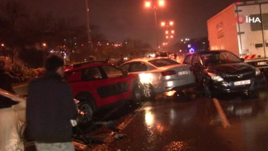 İstanbul'da 10 araçlık trafik kazası!