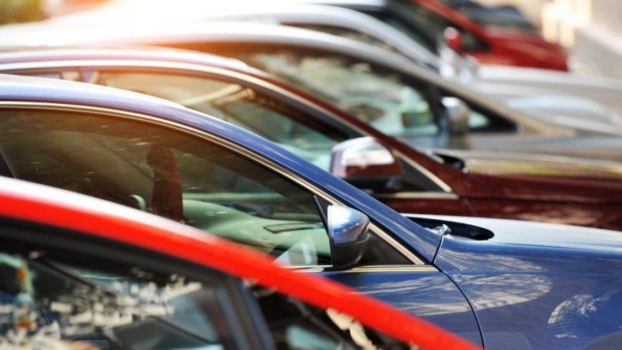 Otomotiv pazarında ilk 2 ayda yaşanan hızlı büyüme martta durdu