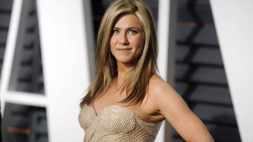 Jennifer Aniston testi pozitif çıkan bir hemşire ile konuşup teşekkür etti