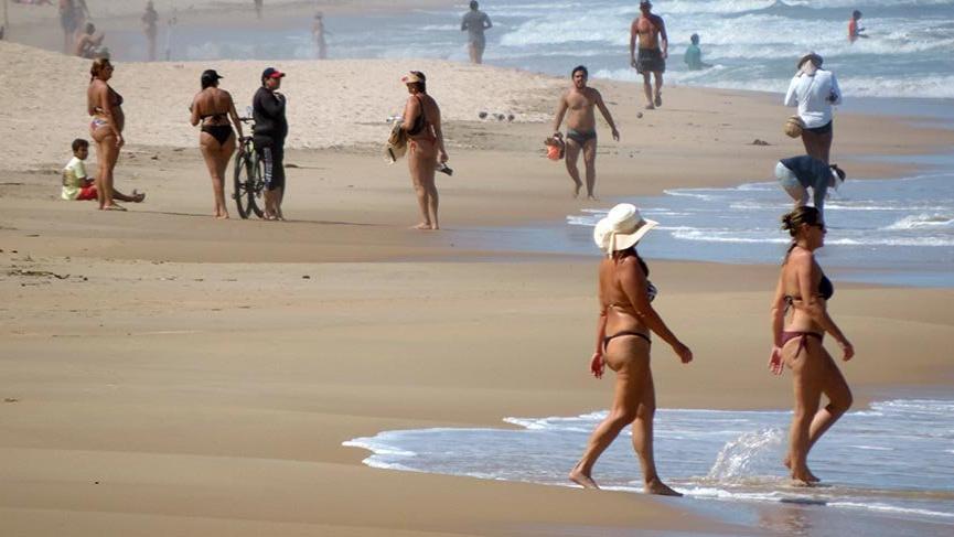 Corona virüse aldırmadan plajdaydılar